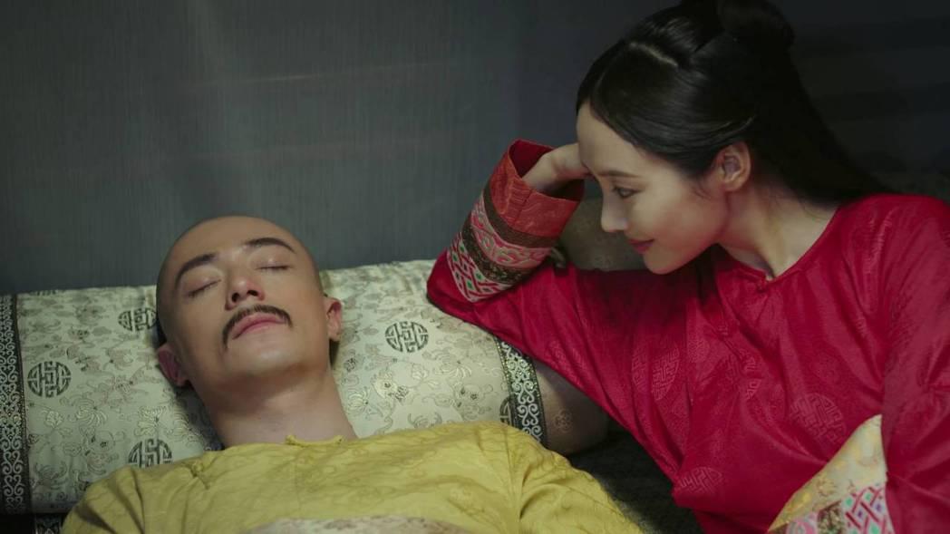 李純與霍建華在「如懿傳」中有許多床戲。圖/截圖自愛奇藝台灣站