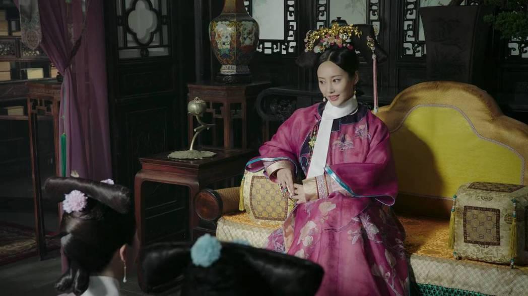 李純在「如懿傳」中飾演大魔王「炩妃」。圖/截圖自愛奇藝台灣站
