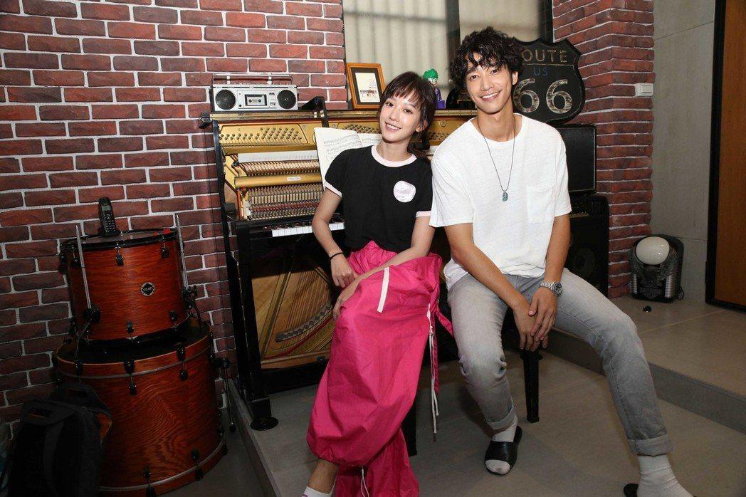 孟耿如邀好友劉以豪為新歌「幸福離島」唱rap。圖/愛貝克思提供