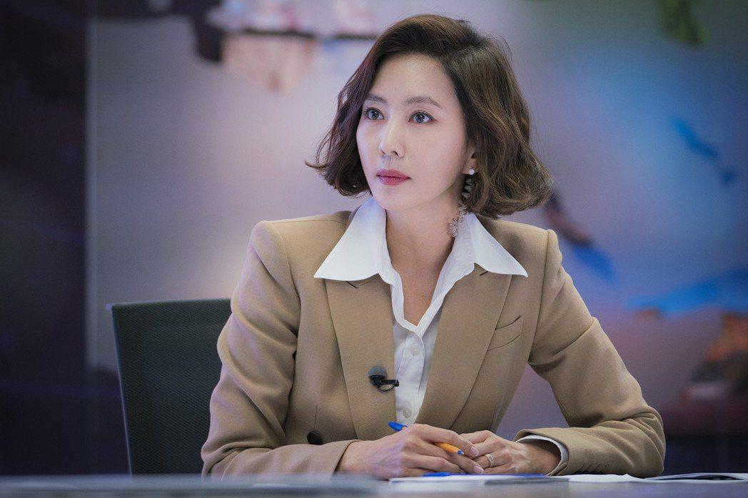 金南珠憑精湛演技拿下百想藝術大賞女子最優秀演技賞。圖/中天娛樂台提供