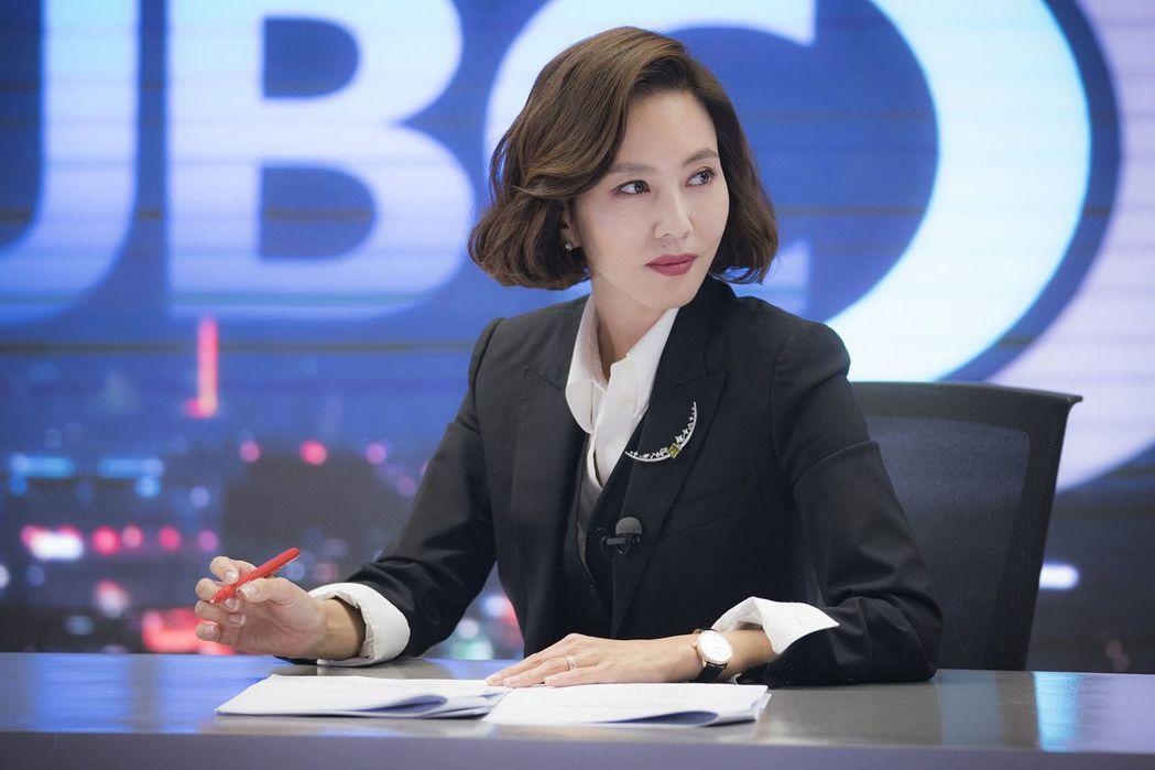金南珠在「迷霧」戲中飾演當家主播。圖/中天娛樂台提供