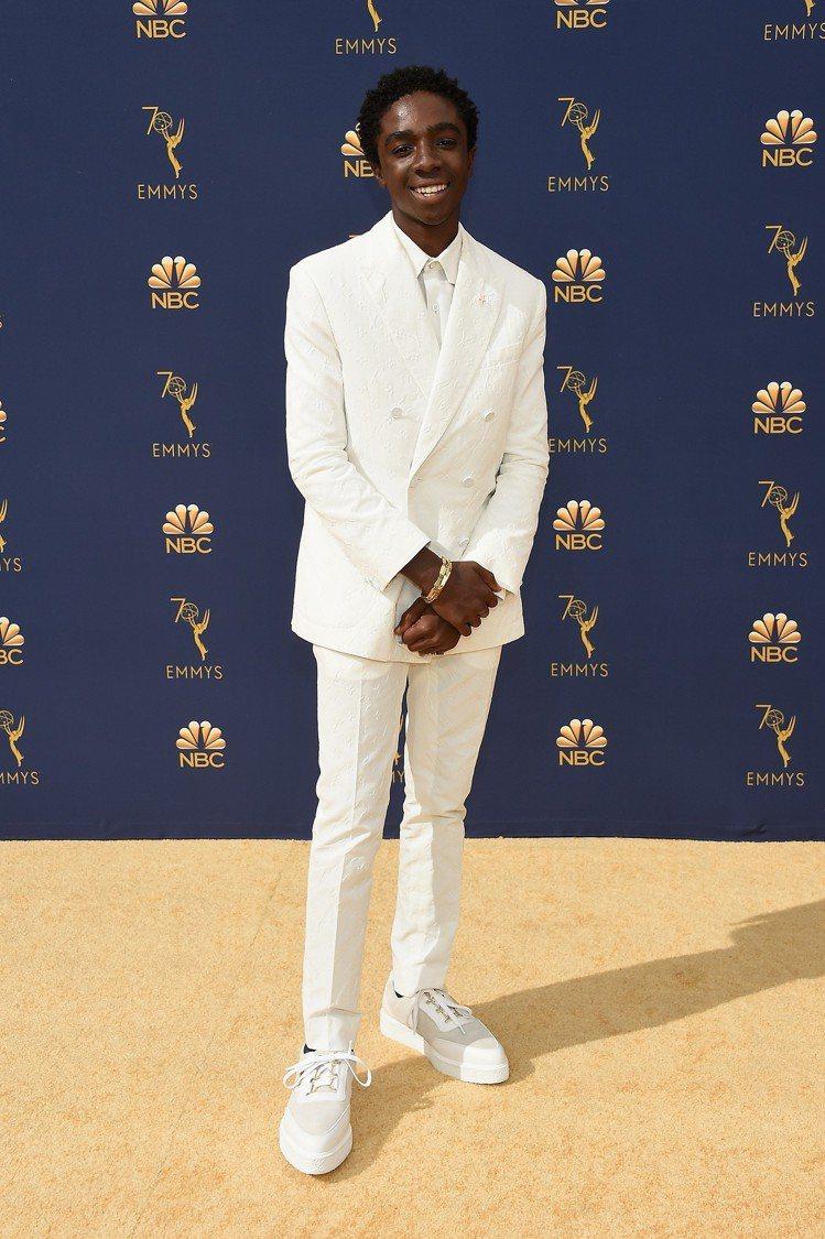 迦勒麥勞夫林穿路易威登2019春夏白色西裝,褲裝剪裁顯出優雅身型。圖/LV提供