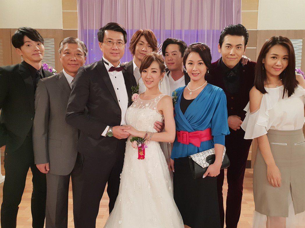 吳皓昇、羅巧倫拍攝婚禮戲。圖/民視提供