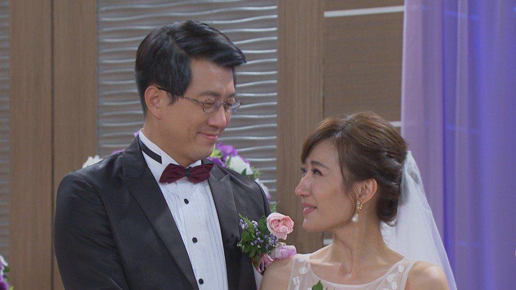 吳皓昇、羅巧倫在「大時代」戲中結婚。圖/民視提供