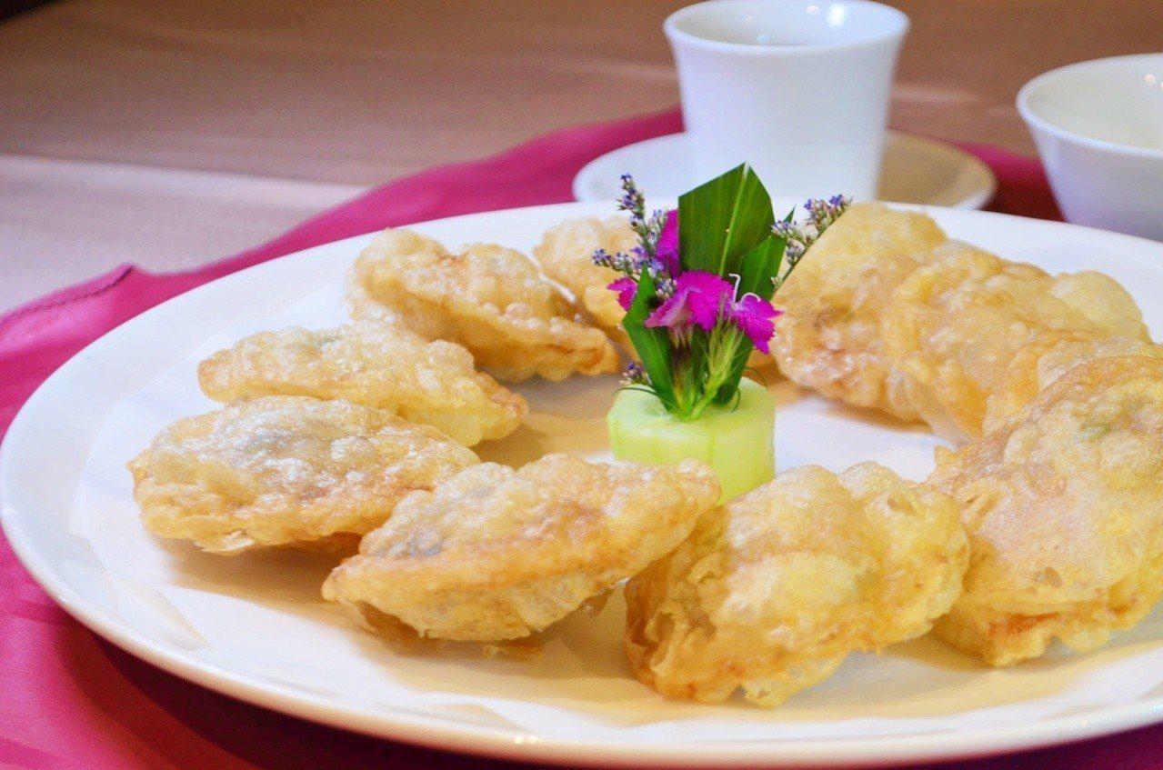 陶陶居海鮮火鍋酒家必吃的其中一道菜肴,就是澳門功夫菜金錢蟹盒。記者魏妤庭/攝影