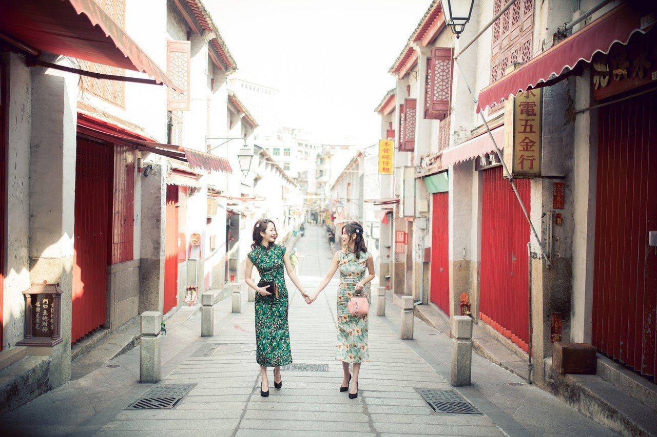 到澳門旅遊有新玩法,穿旗袍逛福隆新街別有風味。圖/旗緣旗袍體驗店提供