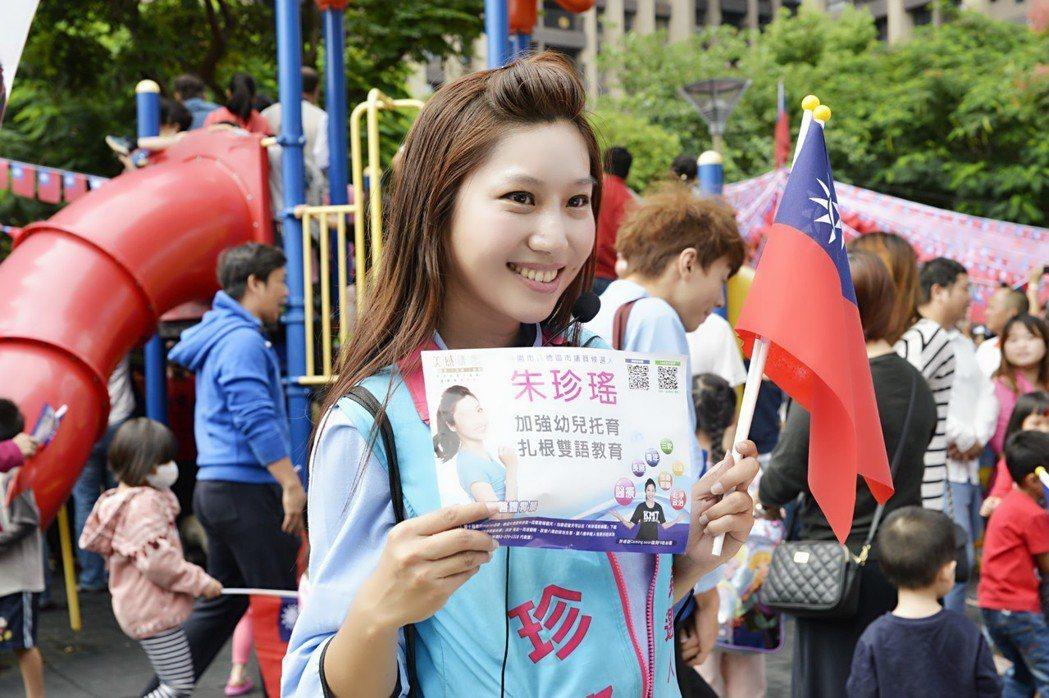 桃園市八德區市議員參選人朱珍瑤,神韻酷似香港女星黎姿。 圖/朱珍瑤提供