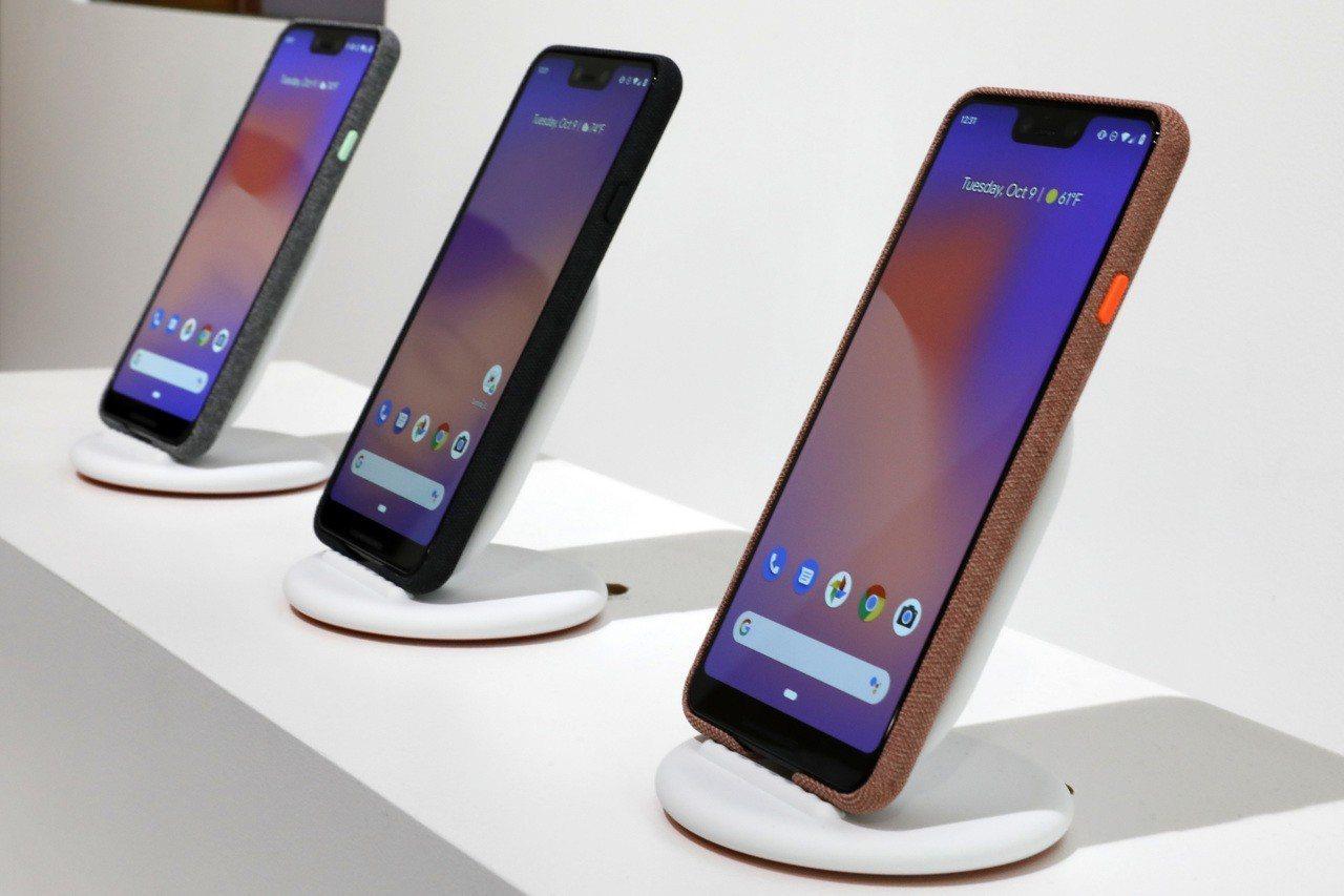 彭博報導,Pixel 3今(9)日在美國紐約發表會正式亮相,同時發表的還有新款平...