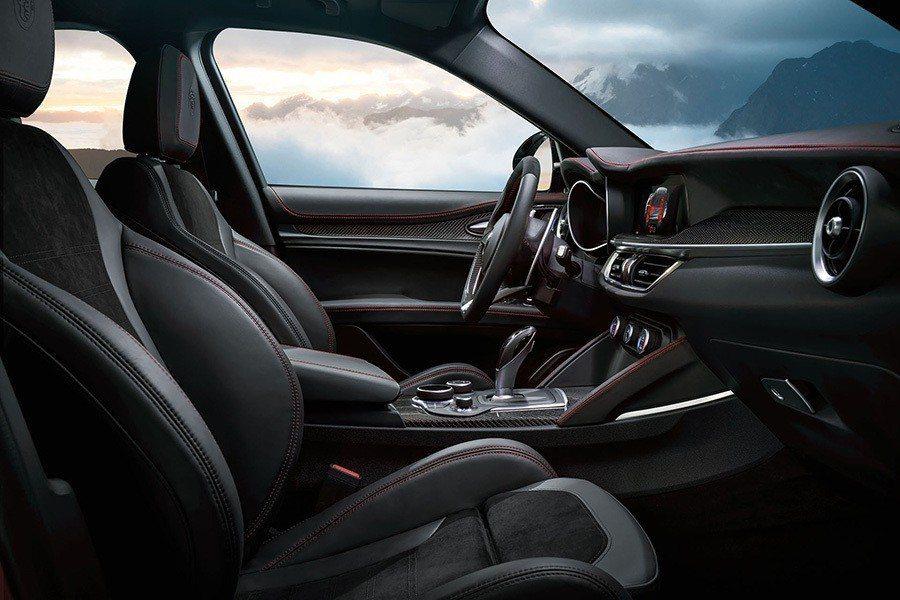 Alfa Romeo提供