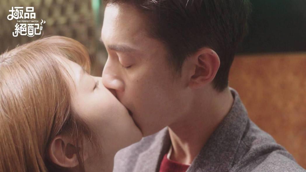 吳慷仁與邵雨薇因合作「極品絕配」後傳出戀情,但兩人都否認。圖/摘自臉書