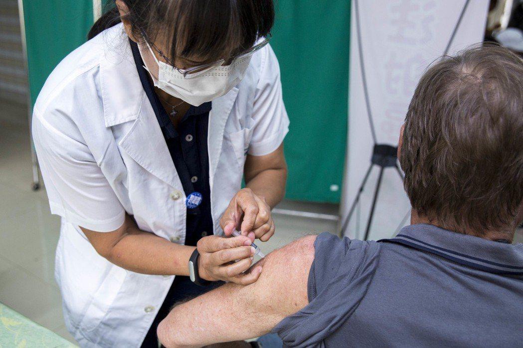 今年免費流感疫苗自10月15日開始施打。圖/新竹市衛生局提供