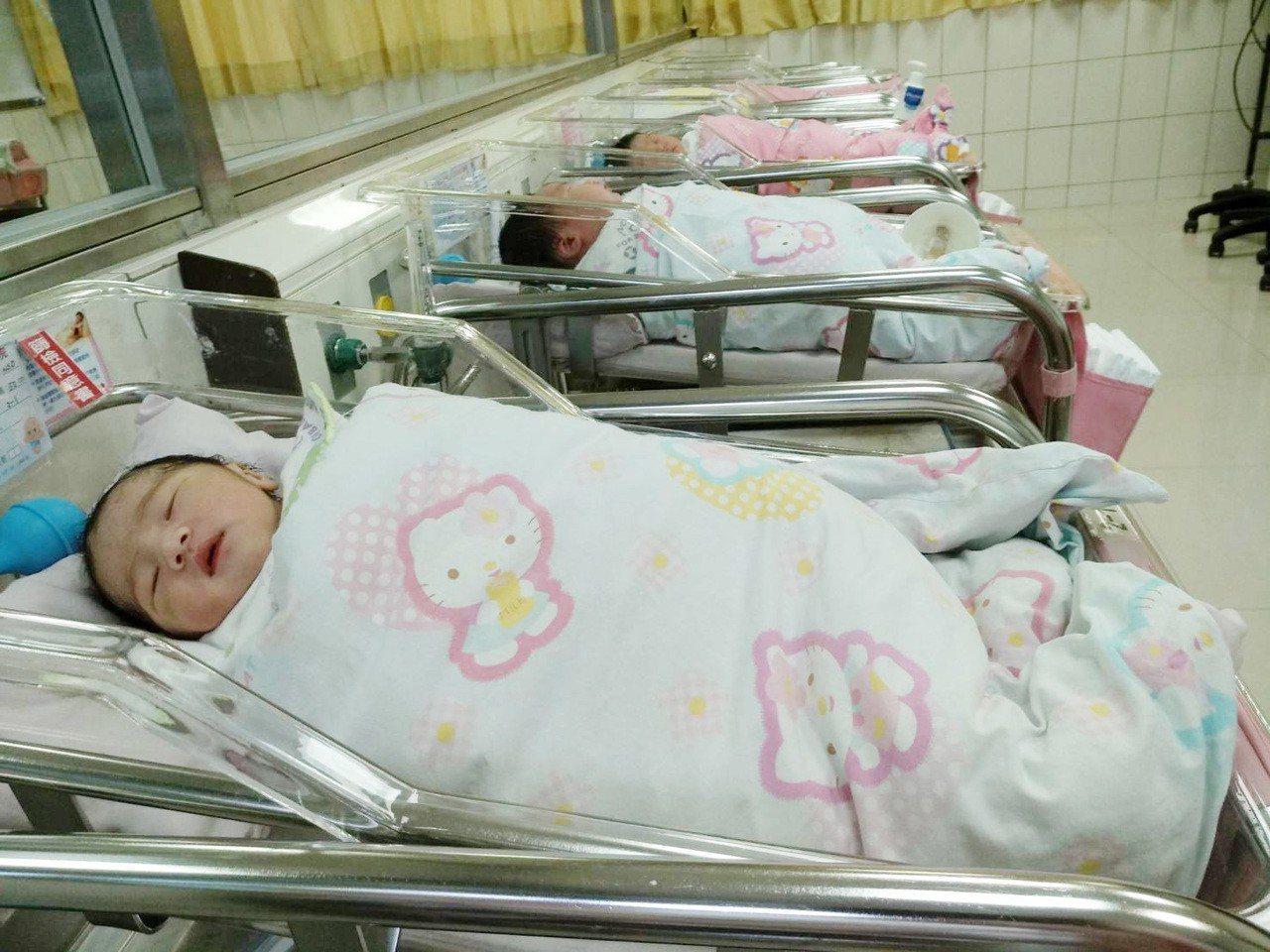 桃園市中壢區宏其婦幼醫院,今日共有9位國慶寶寶誕生。記者許政榆/攝影