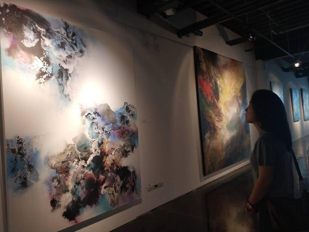 「天地人高峰滙 —台星國際藝術展」,近70餘件國際級大作展出。記者喻文玟/攝影