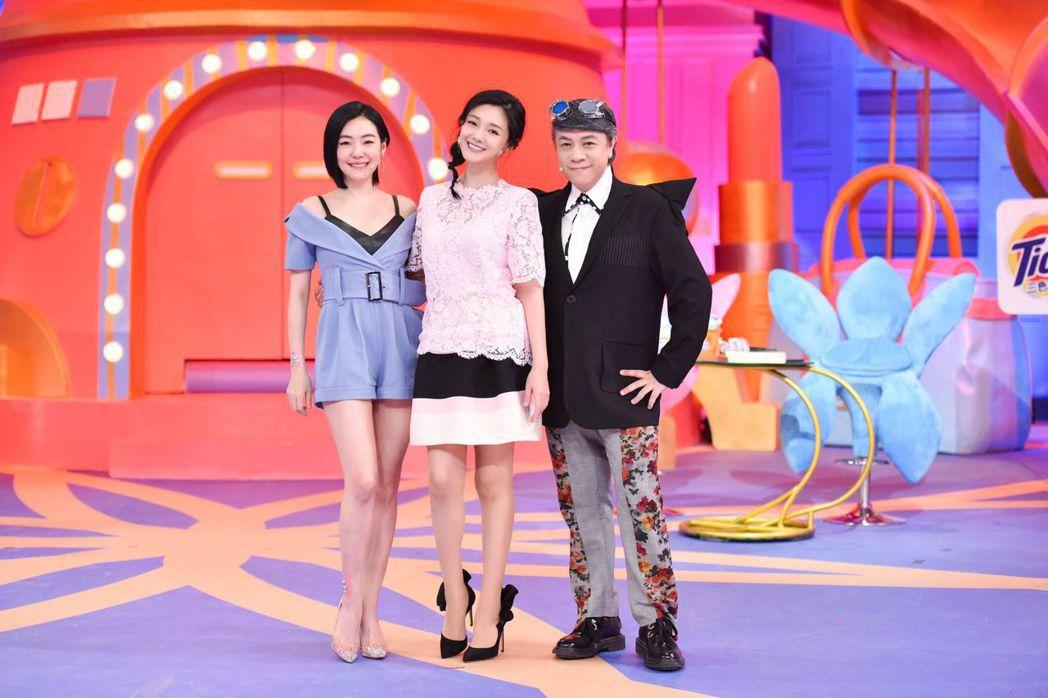 大S(中)上蔡康永(右)和小S節目,沒想到被妹妹譏是「黑胖子」。圖/中天提供