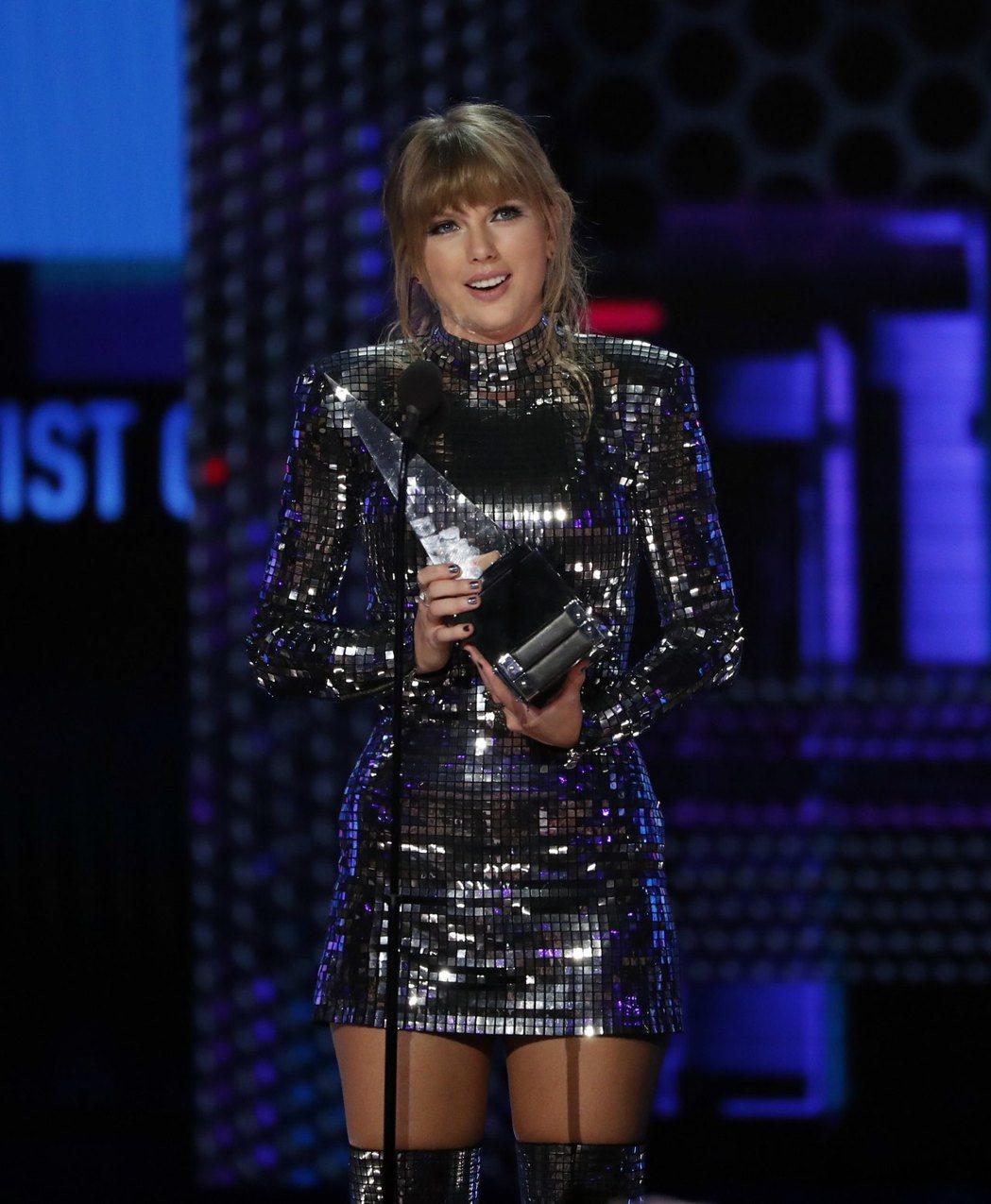 泰勒絲是本屆全美音樂獎最大贏家。(路透)