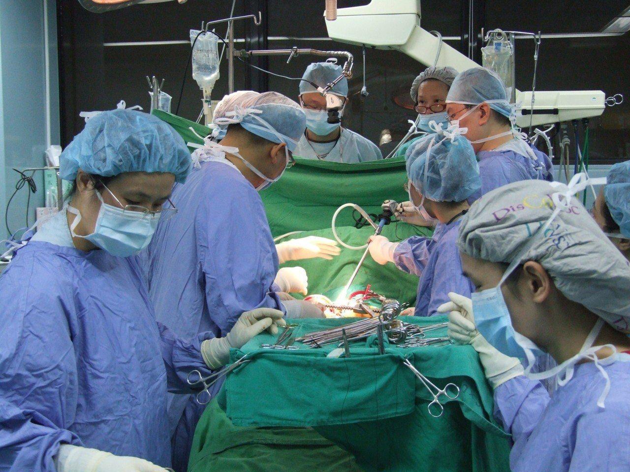 衛福部預告「人體器官移植分配及管理辦法」修正草案,擬開放心臟、肺臟、肝臟、腎臟、...