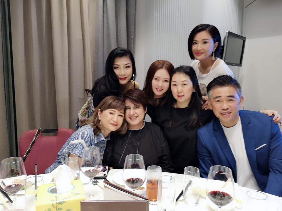李麗珍(中)與張文慈、吳家麗等友人餐敘。圖/摘自Instagram