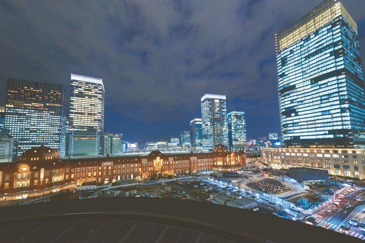 7樓戶外區,能以最佳角度欣賞東京車站的夜景。 圖/新丸之內提供