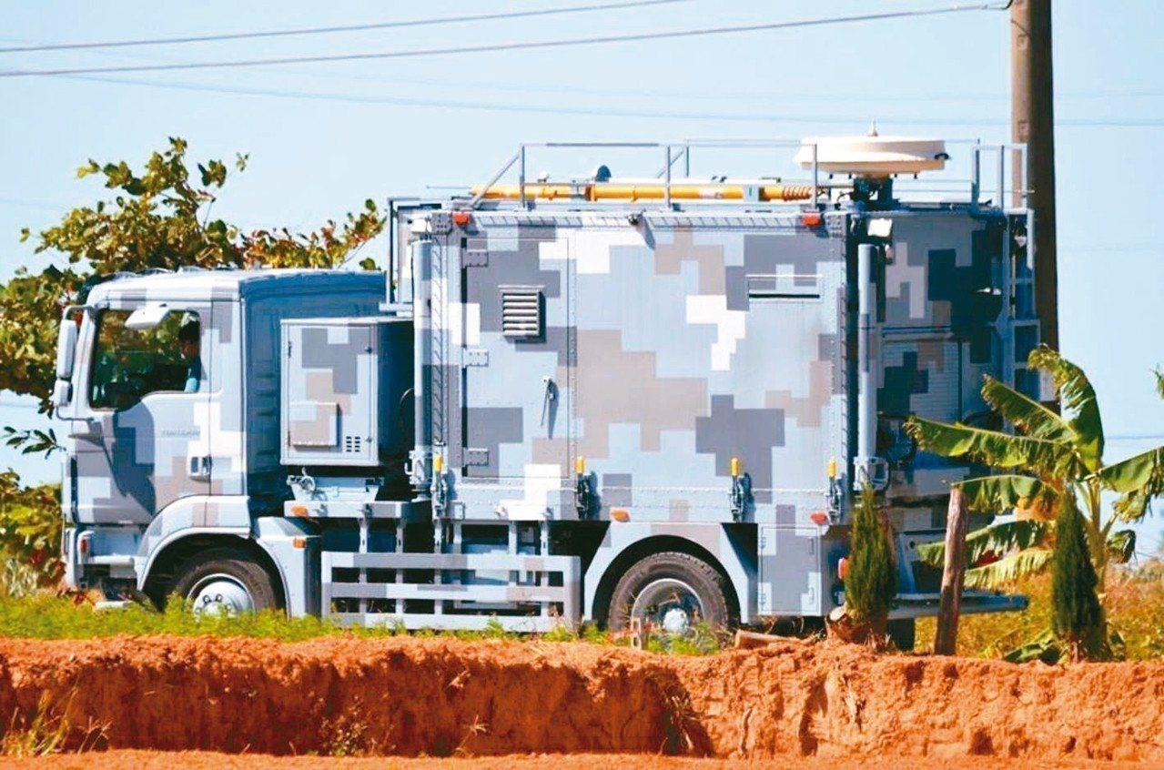 有資深軍事研究者目擊,城市迷彩塗裝的偵蒐車日前在中部山區一帶測試(見圖)。 ho...
