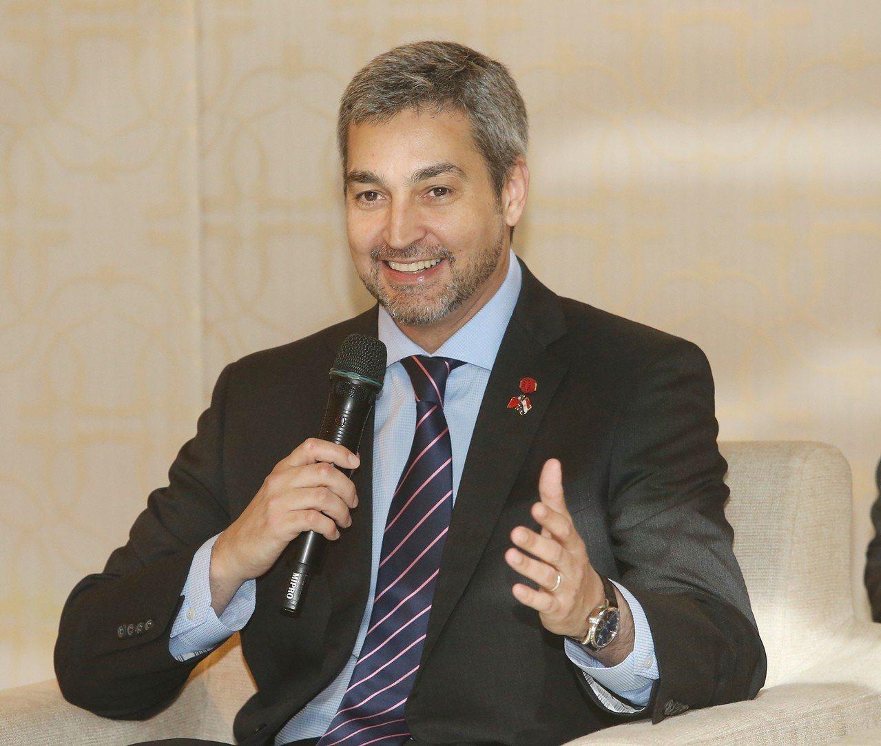 巴拉圭總統阿布鐸(Mario Abdo Benitez)11日下午舉行媒體茶敘,...