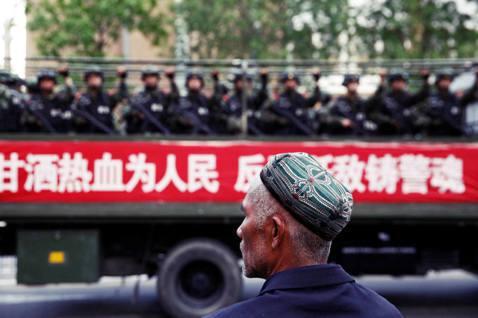 中國政府「合法」打壓維吾爾人?中國新疆維吾爾自治區近日公布施行修正版的《去極端化...