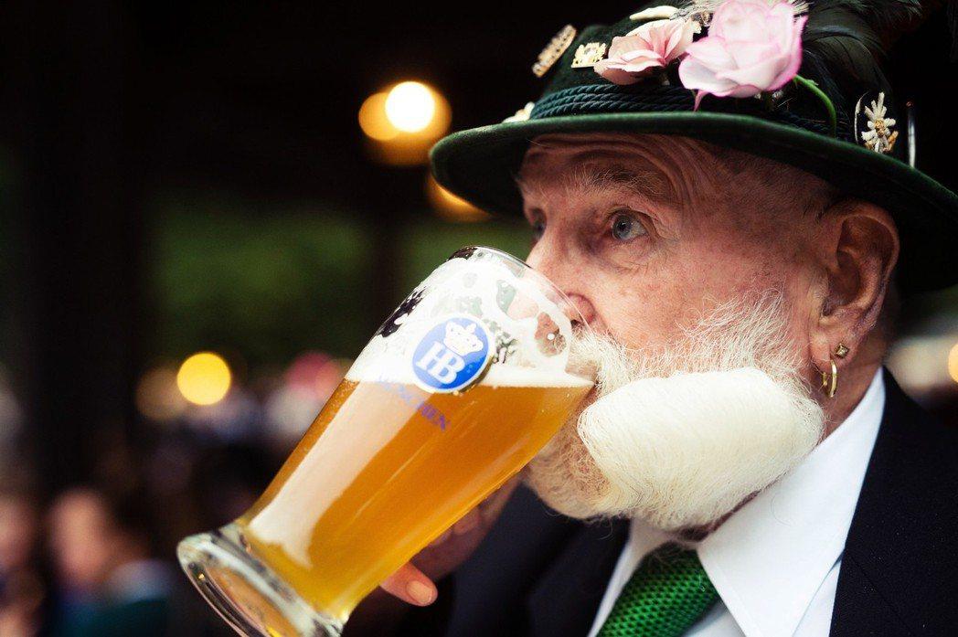 「誰跟你自以為是。」如果巴伐利亞是德國的「天龍國」,那慕尼黑大概就是天龍國中的天...