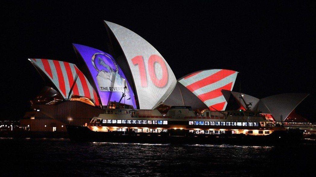 著名的世界文化遺產雪梨歌劇院,近日爆發賽馬廣告投影爭議。 圖/歐新社