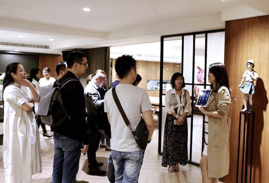(圖)設計師們實地參訪辦公室一隅的《構想聚落》