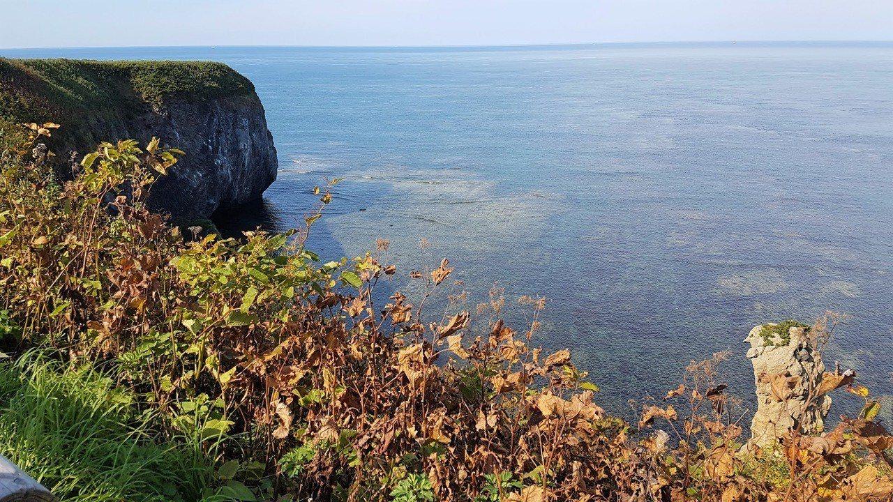 鄂克霍次海壯闊的峽灣景色。 圖/背包客棧