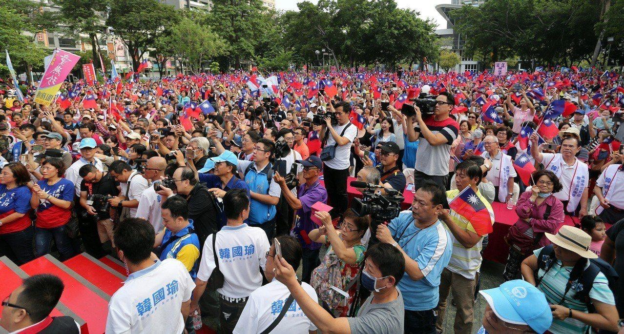 國民黨高雄市長候選人韓國瑜三民之友會成立活動現場擠滿支持者。記者劉學聖/攝影