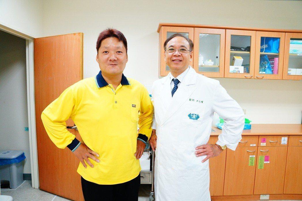 郭姓男子(左)曾因體重破百多病纒身,醫師尹文耀(右)幫他做縮胃減重術救回健康。圖...