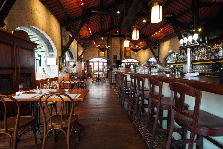 太平山餐廳的裝潢,帶有濃厚的殖民時代感。圖/香港旅遊發展局提供