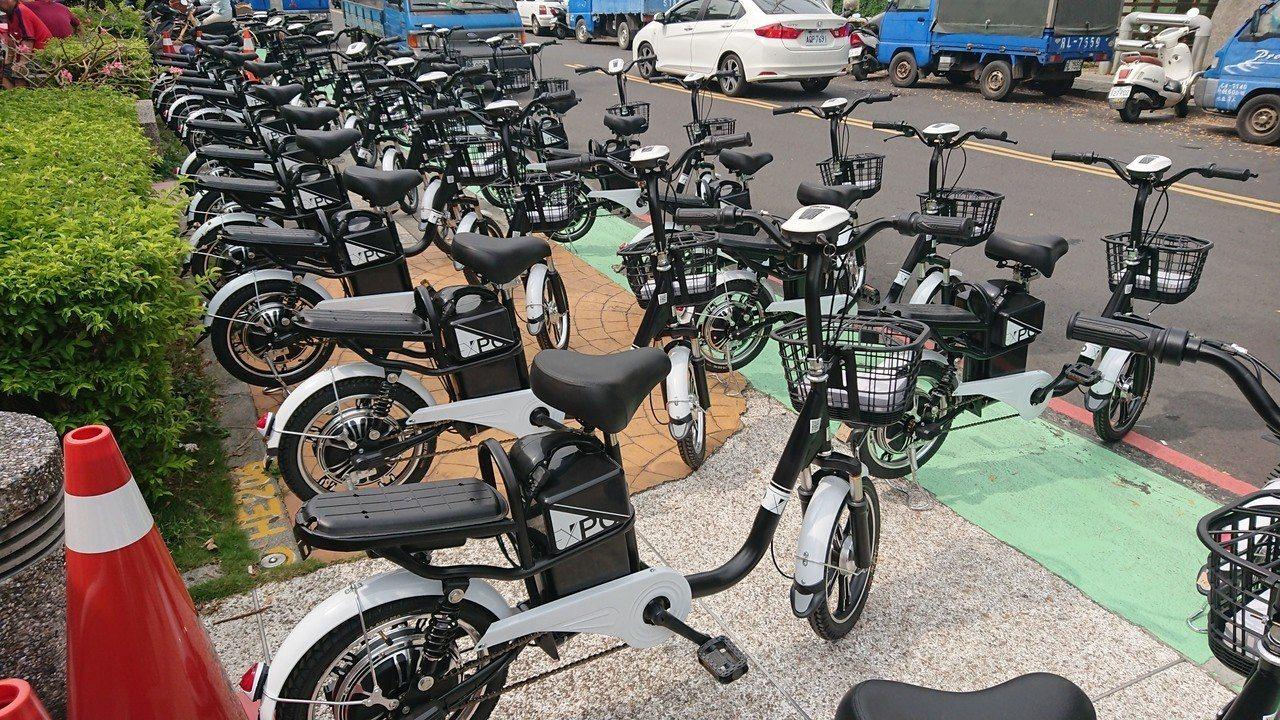 嘉義縣政府將贈送全縣鄰長每人一部電動自行車 。記者卜敏正/攝影