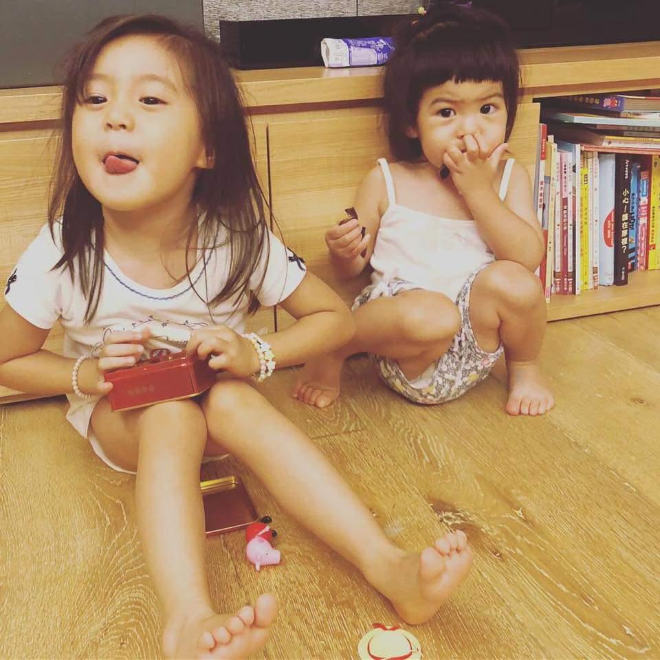 咘咘(左)、Bo妞姊妹合照受到網友關注。圖/摘自臉書