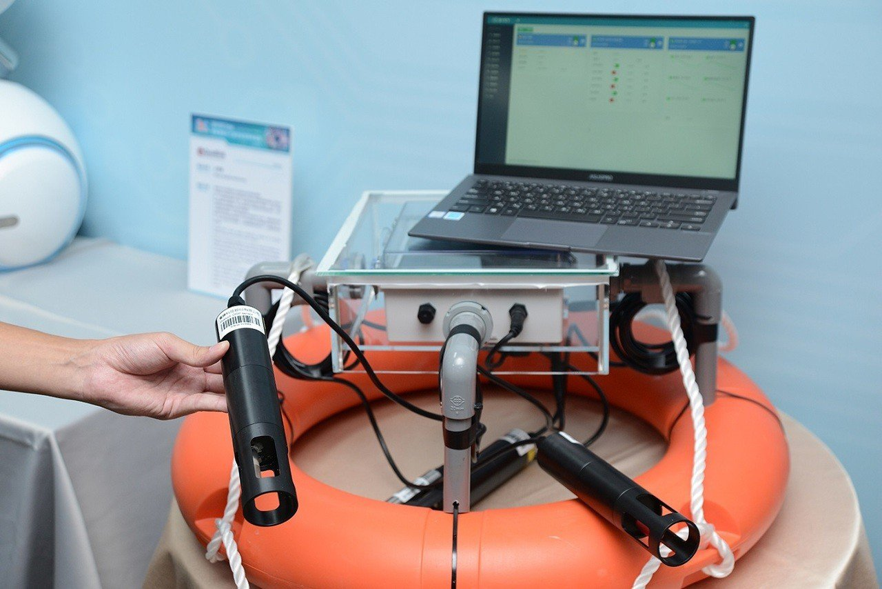 寬緯科技的「水聚寶」可搭配多種感測器作即時水質的監測,並可連接多項設備以控制環境...