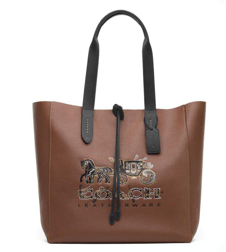 Grove手提袋,售價19,800元。圖/COACH提供