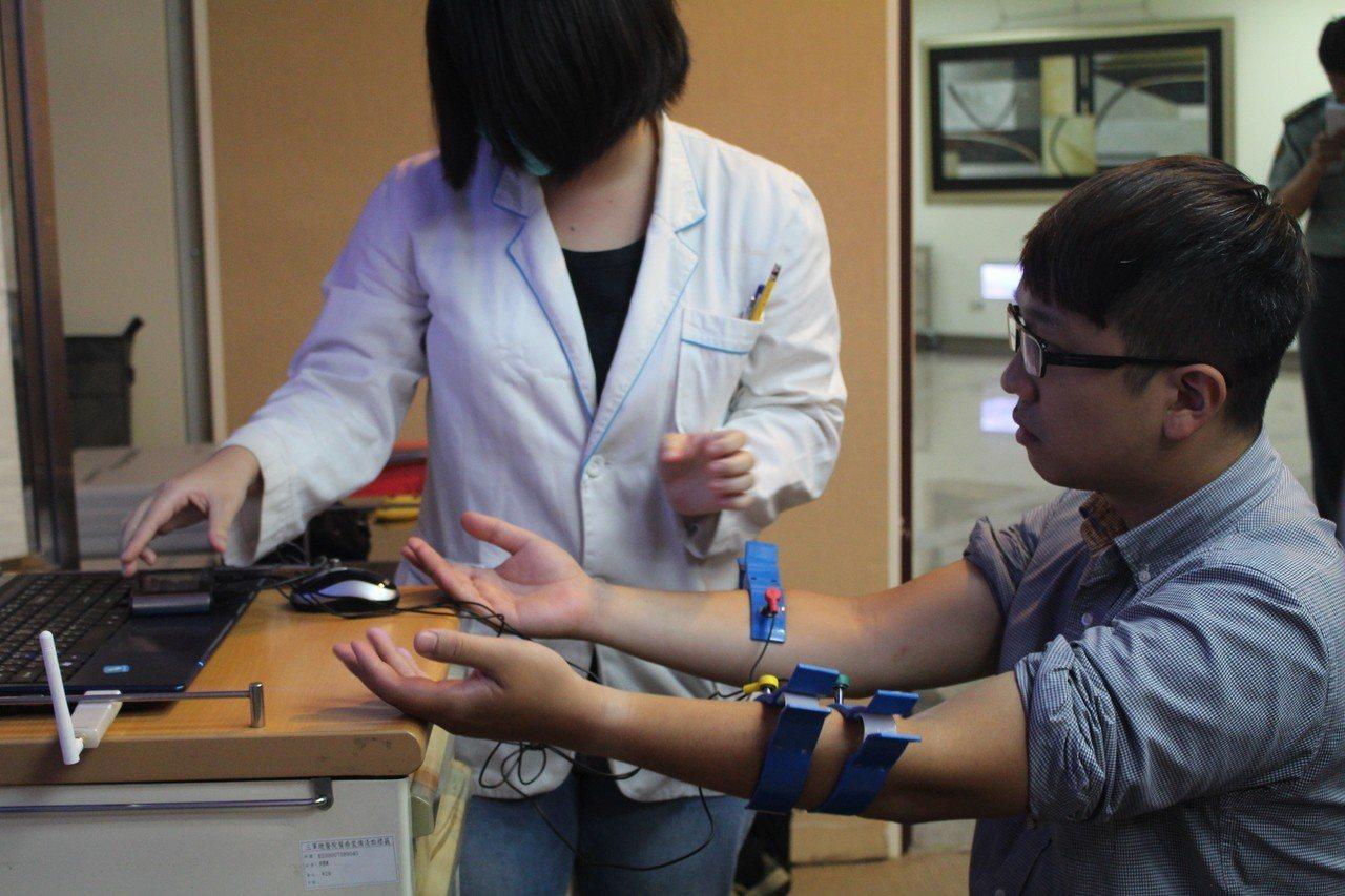 目前自律神經檢查儀器很普遍,幾乎跟血壓計一樣常見,將有望進行居家檢測。記者陳婕翎...