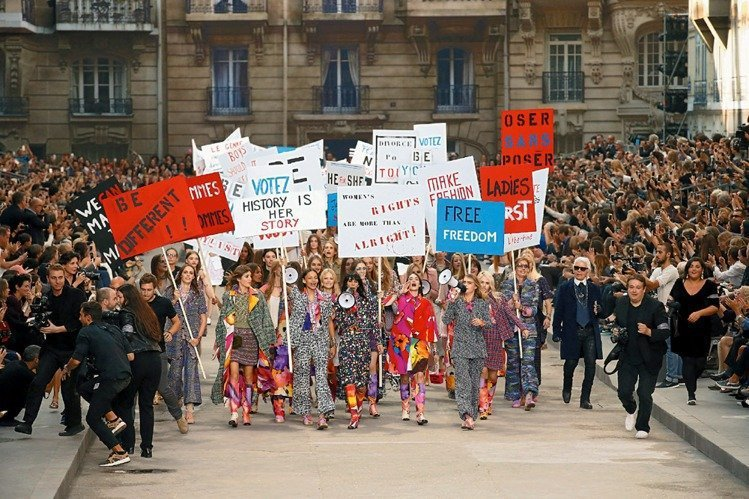 2015春夏的巴黎街頭運動現場。圖/香奈兒提供