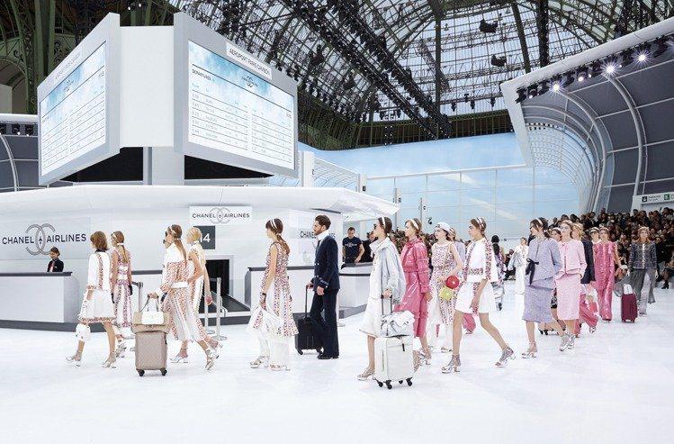 2016年春夏系列大秀主題是香奈兒機場。圖/香奈兒提供