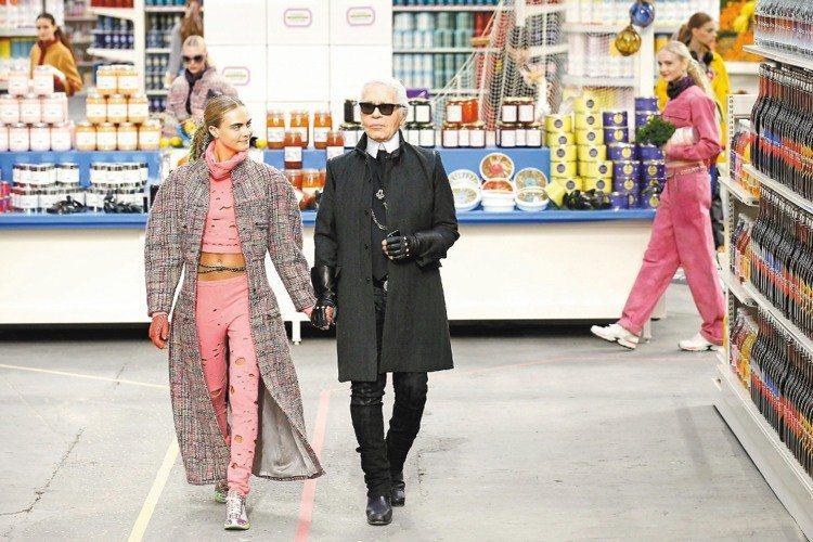 2014秋冬巴黎大皇宮變身超市。(路透)