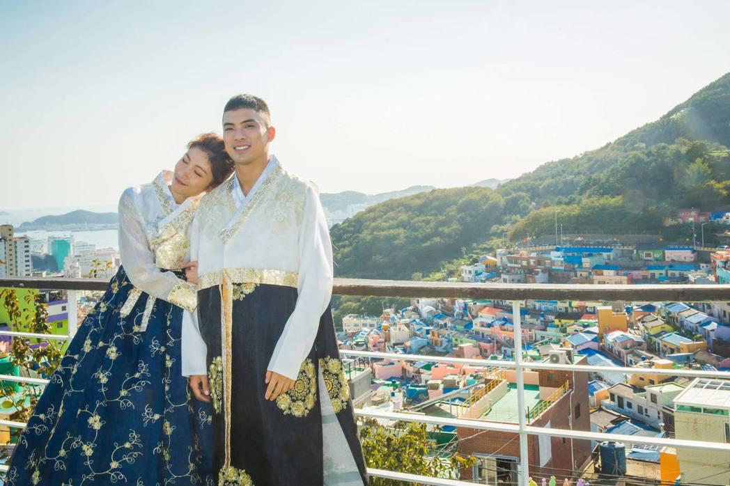 李千娜、林哲熹在釜山影展參展時,趁空閒換上韓服拍攝一連串絕美照。圖/貴金提供