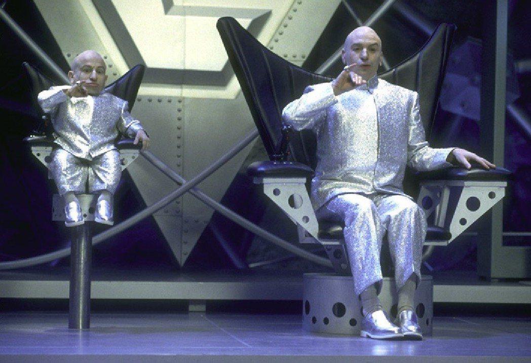 馮恩特洛耶和麥可邁爾斯在「王牌大賤諜」中有不少搞笑對手戲。圖/摘自imdb