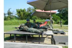 士兵打靶有遮陽傘與軟墊?國防部說沒問題