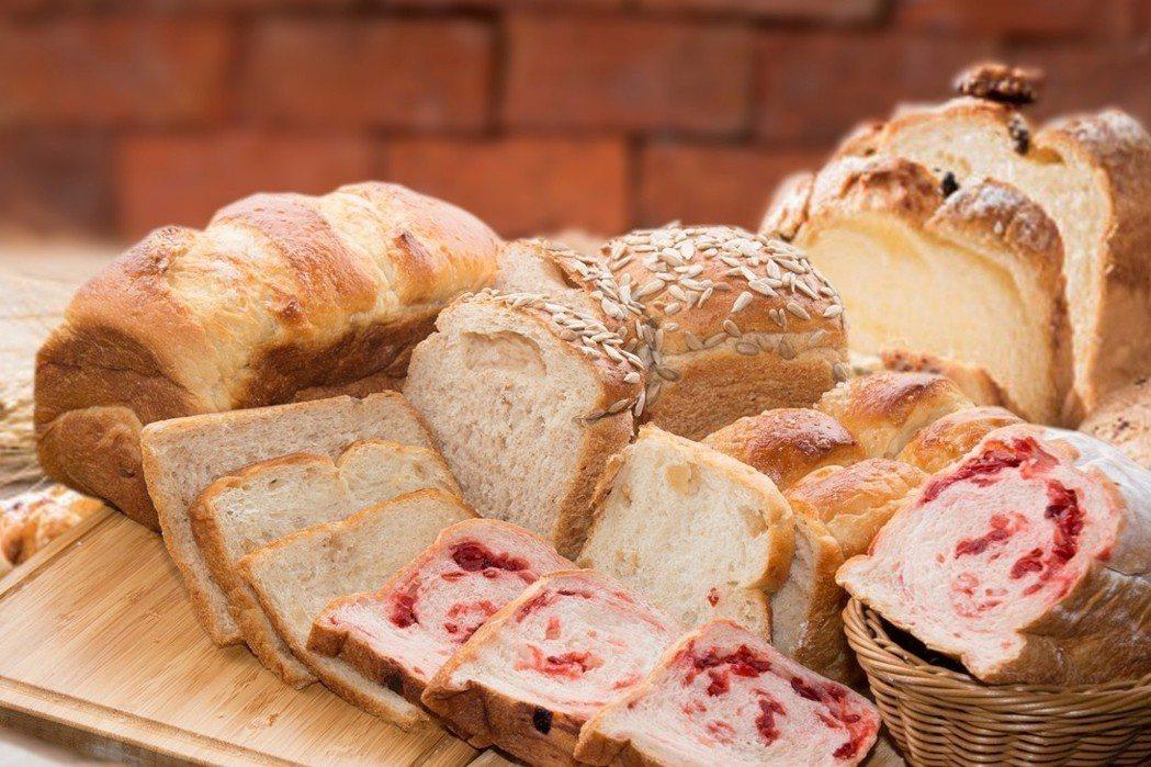 SUNNY CAFE在光棍節當日推出全品項麵包買二送一優惠。王朝大酒店/提供