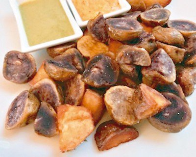 四款有果仁口感的馬鈴薯,個子很小。圖/葉一南(「亞洲五十最佳餐廳」,香港「大...