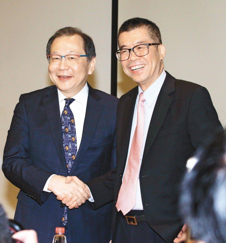 聯發科董事長蔡明介(右)與共同執行長蔡力行(左)。聯合報系資料照