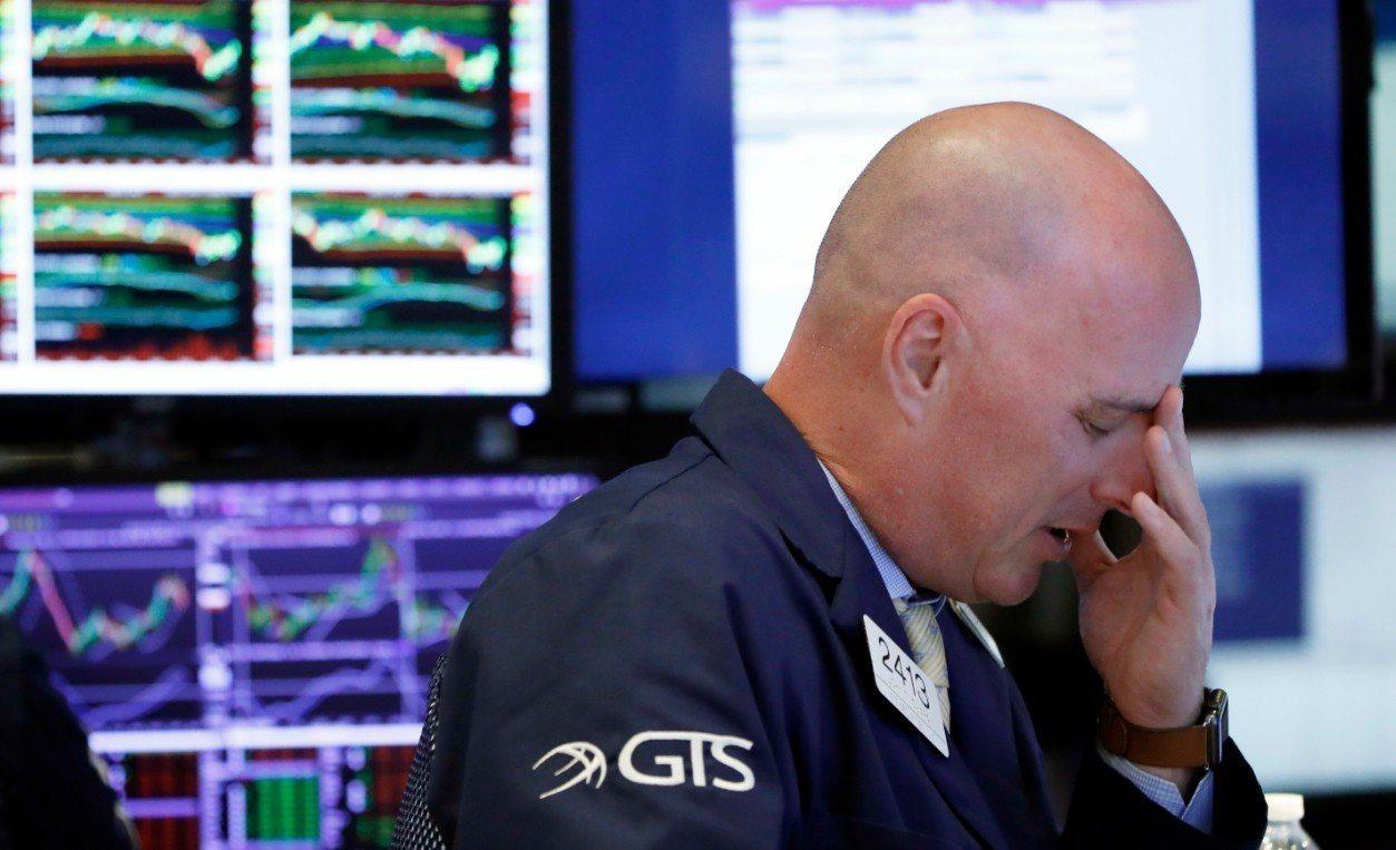 美股11日終場下跌545.91點,收在25052.83點。兩天下來已暴跌將近14...