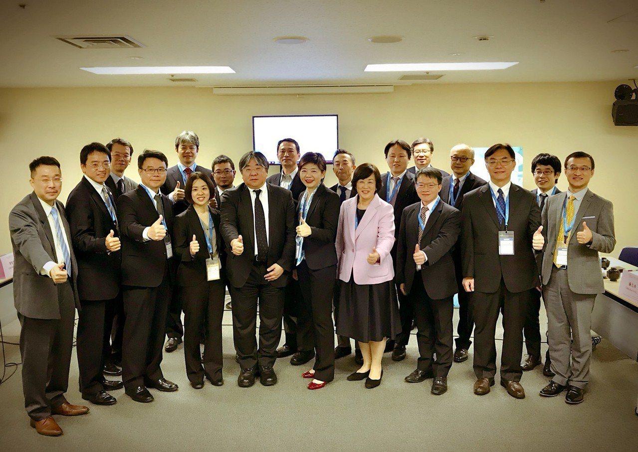 「生技日本及再生醫療日本展2018」正在橫濱舉行,台灣醫界聯盟基金會11日在橫濱...