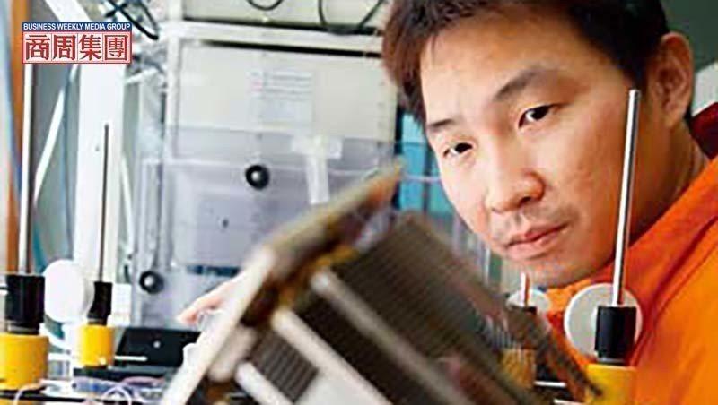 超眾員工手拿的這顆散熱模組,正是日本電產公司事業版圖尚缺的一塊拼圖。