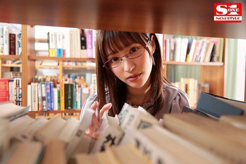 天使萌的文學女子。 圖片來源/s1s1s1